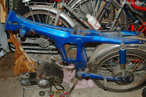 both aluminium and steel parts are corroded on the wheels the
